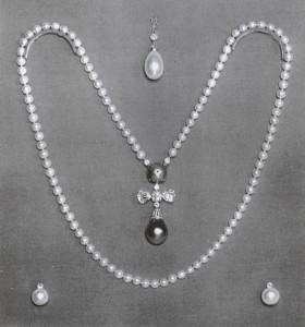 Världsberömda pärlan La Pelegrina tillsammans med svarta pärlan Azra i halsbandet